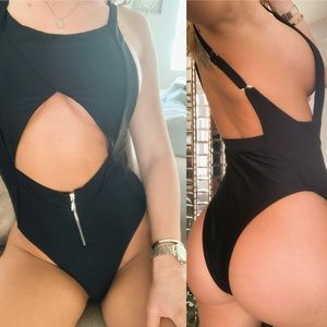 NEW IN! 🌹Caitie Cut Out Monokini